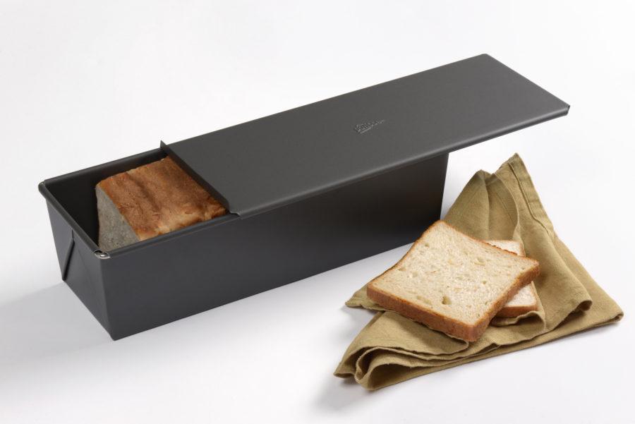 Célébrons le pain avec le moule à pain de mie !